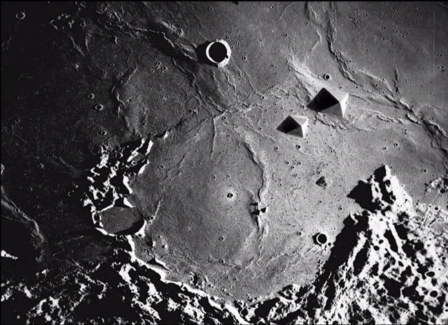 - THE TRUTH IS OUT THERE, SOMEWHERE? 35 NASA secret photos from the Moon (IN MEMORIAM OF RAY BRADBURY) (4/6)